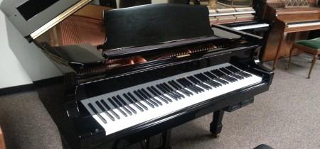 Pre-Owned Samick Grand Piano WFG-185 in Ebony Polish