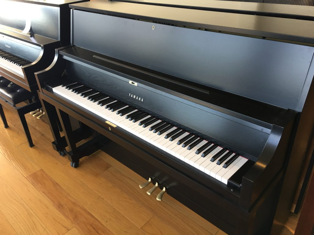Pre owned yamaha p22 upright refinished ebony satin used for Used yamaha pianos for sale